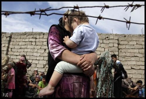 Refugiados_uzbekos_frontera_Kirguizistangr.jpggr