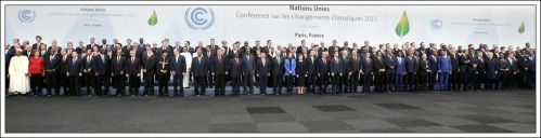 831826-heads-of-states-and-governments-pose-for-a-family-photo-during-the-opening-day-of-the-world-climate-