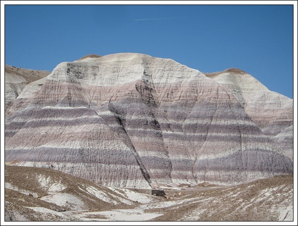 800px-Sedimentary-clay-mountain